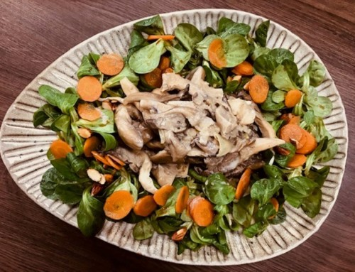 OYSTER MUSHROOMS WITH LAMB'S LETTUCE